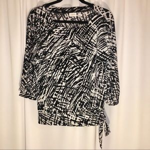 CHICO'S | SIZE 1 | BLACK & WHITE BLOUSE | STRETCHY